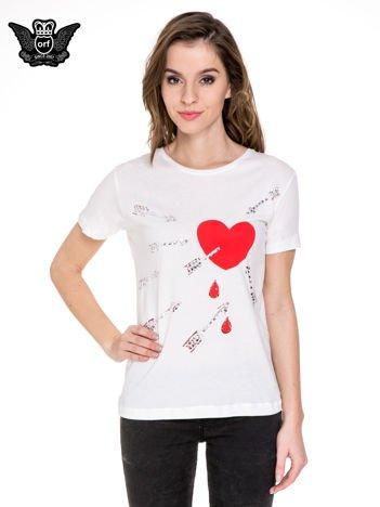 Biały t-shirt z nadrukiem złamanego serca