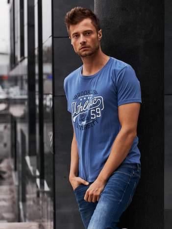 Ciemnoniebieski t-shirt męski z napisem BROOKLYN ATHLETIC UNIVERSITY