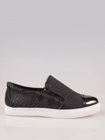 Czarne buty slip on z efektem skóry krokodyla i srebrnym czubkiem