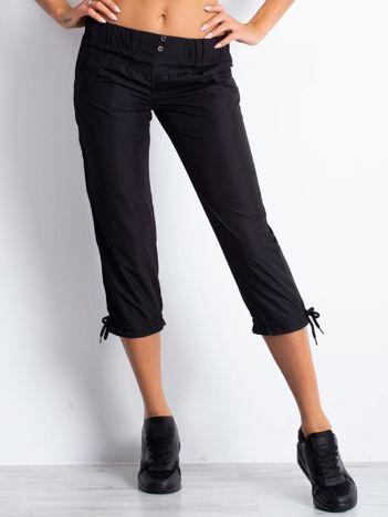 Czarne spodnie sportowe capri z guzikami
