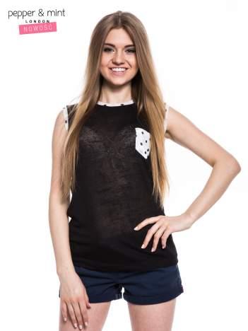 Czarny t-shirt z kieszonką i lamówką w kropki