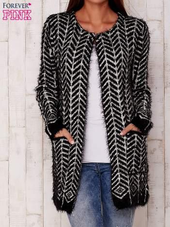 Czarny wełniany sweter z kieszeniami