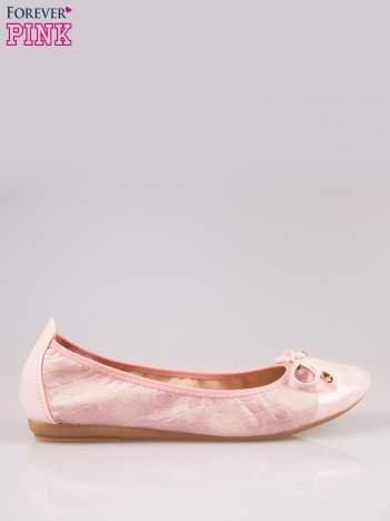 Różowe pikowane baleriny na gumkę z gładkim noskiem