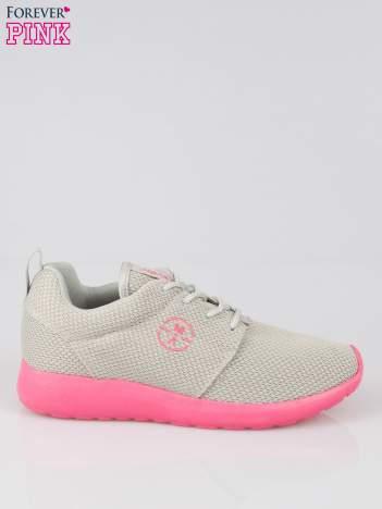 Szare siateczkowe buty sportowe na różowej podeszwie