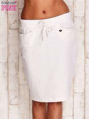 Biała spódnica z troczkami i kieszeniami