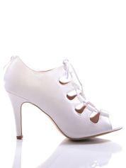 Białe wiązane sandały typu gladiatorki