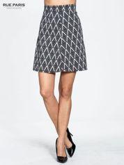Biało-czarna trapezowa spódnica w geometryczne wzory w stylu op-art