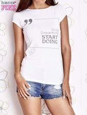 Biały t-shirt z napisem STOP DREAMING START DOING