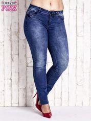Ciemnoniebieskie marmurkowe spodnie jeansowe PLUS SIZE