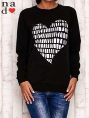 Czarna bluza z nadrukiem w kształcie serca