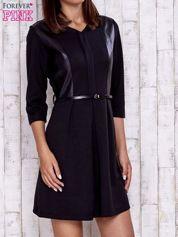 Butik Czarna sukienka ze skórzanymi wstawkami