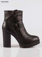 Czarne botki na słupku z zamkami w stylu biker boots