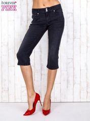 Czarne jeansowe spodnie rybaczki z przetarciami