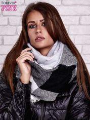 Czarno-biały wełniany szalik w szeroką kratę