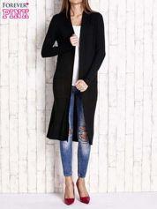 Czarny długi prążkowany sweter
