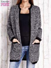 Czarny melanżowy sweter z ciemną lamówką