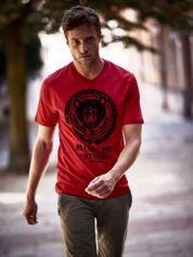 Czerwony t-shirt męski z napisem MAMA IST