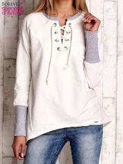 Ecru bluza z wiązaniem i szerokim ściągaczem