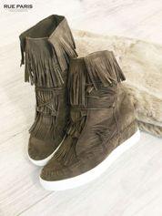 Khaki zamszowe sneakersy z frędzelkami na koturnach