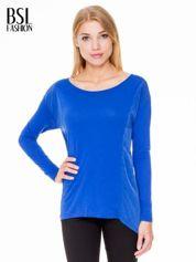 Niebieska bluzka z asymetrycznym bokiem