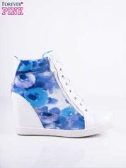 Niebieskie sneakersy kwiatowe z suwakami
