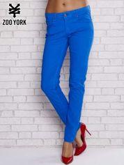 Niebieskie spodnie materiałowe ze stretchem