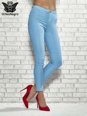 Niebieskie spodnie rurki skinny