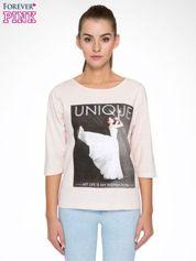 Forever Pink Różowa bluzka z nadrukiem kobiety i napisem UNIQUE