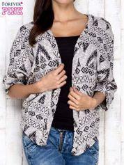 Szary sweter w azteckie wzory