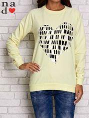 Żółta bluza z nadrukiem w kształcie serca