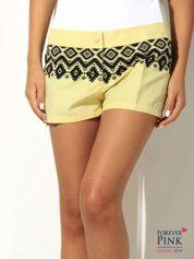Żółte szorty materiałowe z azteckim wzorem