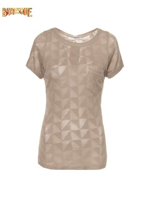 Beżowy t-shirt z ażurowymi przeszyciami i kieszonką