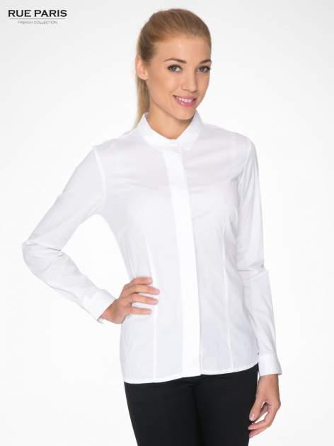 Biała koszula damska z ozdobną listwą