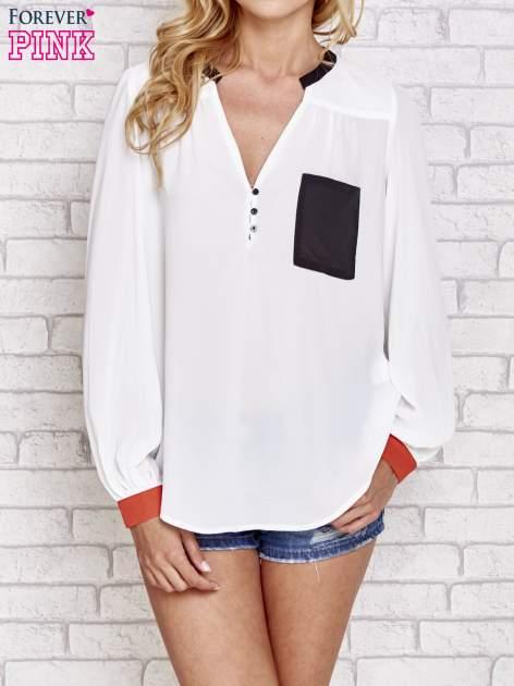 Biała koszula z kontrastową kieszenią i mankietami