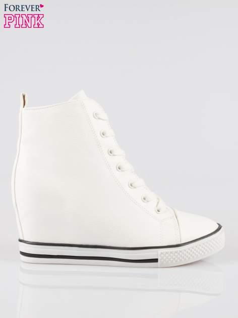 Białe klasyczne trampki na koturnie sneakersy