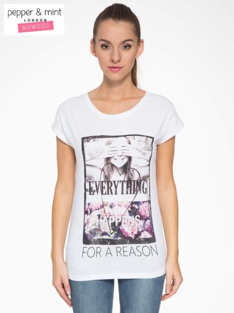 Biały t-shirt z napisem EVERYTHING HAPPENS FOR A REASON