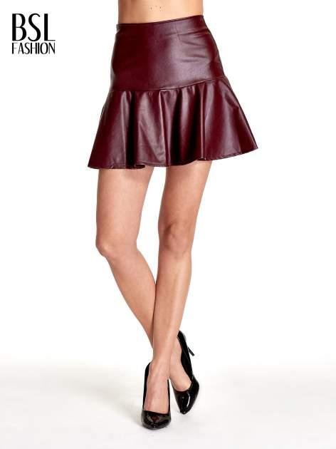 Bordowa skórzana spódnica mini z falbaną