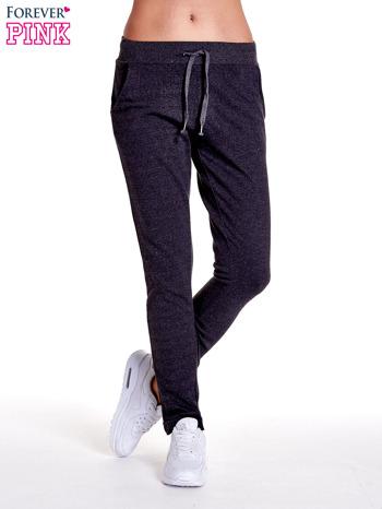 Ciemnoszare spodnie dresowe z prostą nogawką
