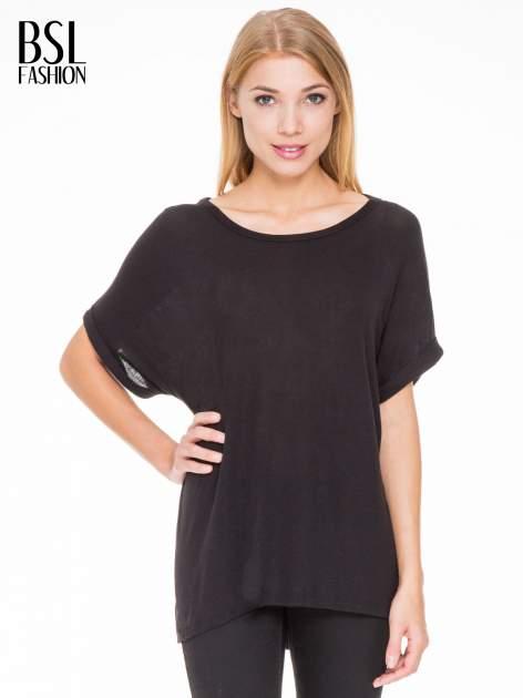 Czarna bluza oversize z dekoltem typu pajęczyna