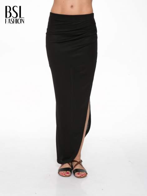 Czarna długa spódnica maxi z rozporkiem z boku