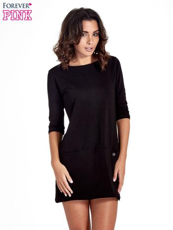 Czarna prosta sukienka z kieszeniami