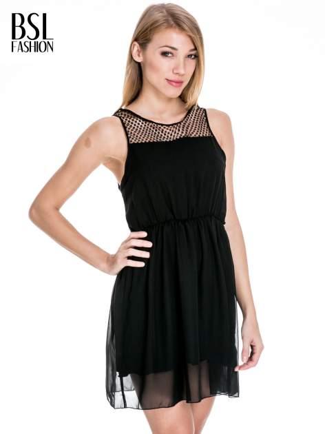 Czarna sukienka z koronkowym karczkiem