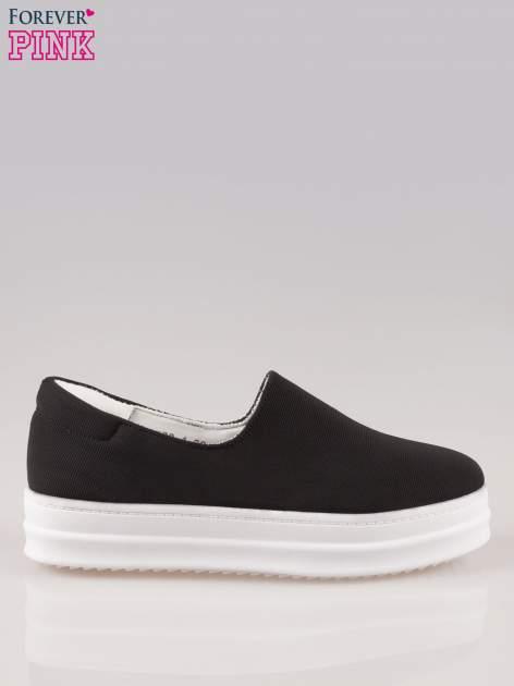Czarne buty slip on na wysokiej podeszwie