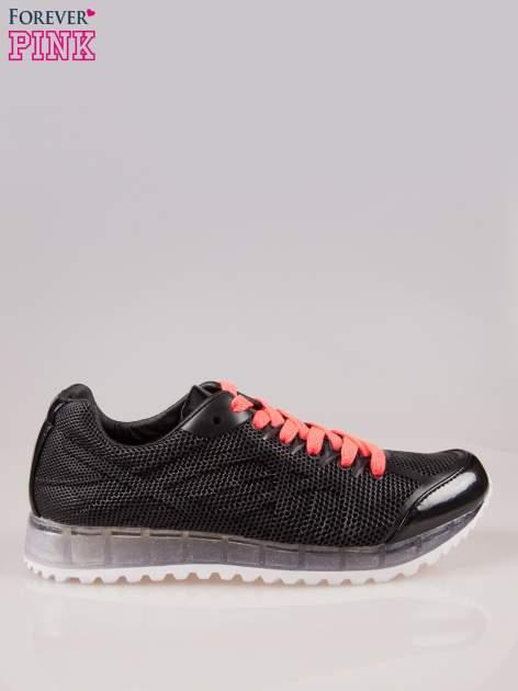 Czarne siateczkowe buty sportowe damskie na rowkowanej podeszwie