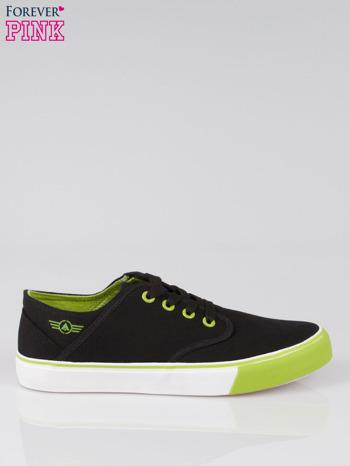 Czarne tenisówki z zielonym wykończeniem