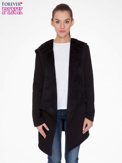 Czarny płaszcz dresowy z asymetrycznymi bokami