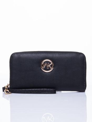 Czarny portfel ze złotym logo i uchwytem