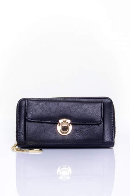 Czarny portfel ze złotym zapięciem