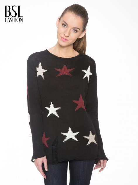 Czarny sweter w gwiazdy z efektem destroyed