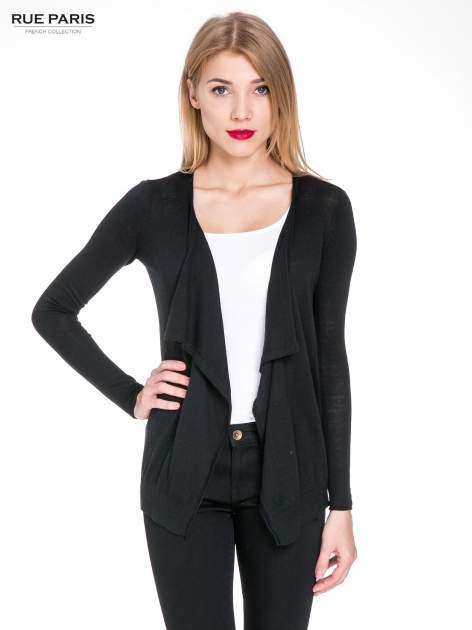 Czarny sweterek kardigan o kaskadowym fasonie